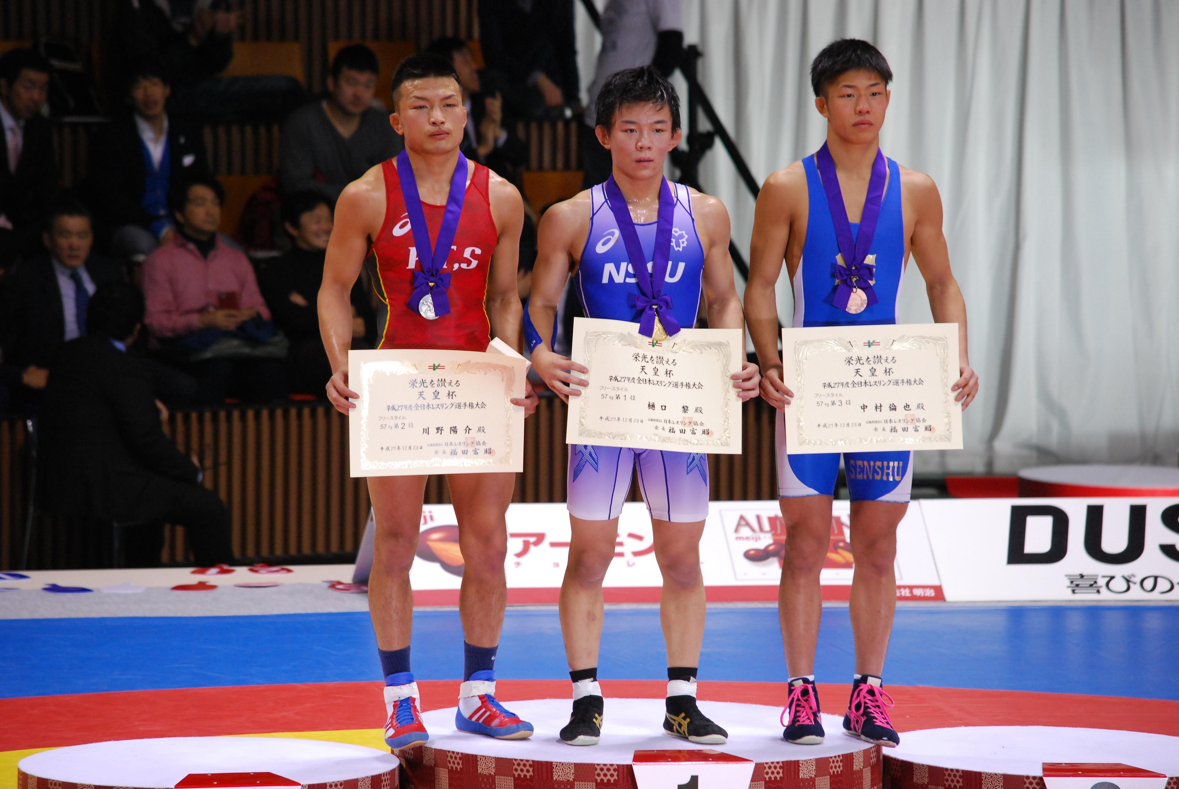 ▲銅メダルをt手にする中村(右側)