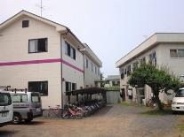 手前の建物が増築された女子棟(新館)
