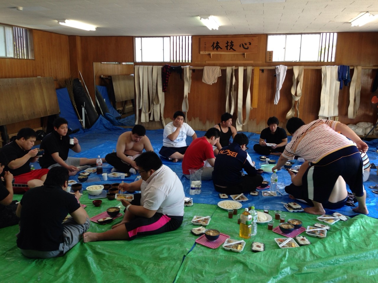 また、両日とも稽古後には慶應義塾大学の皆さんに用意していただいたちゃんこ... 早稲田大学相撲部